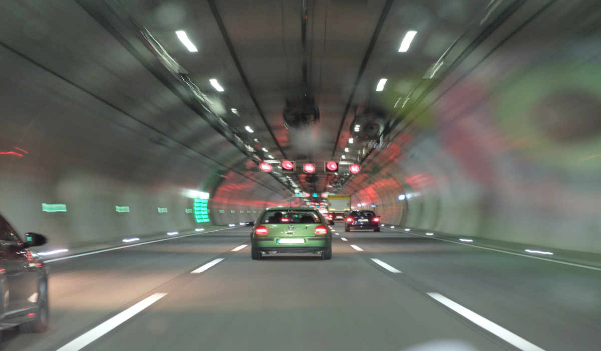 Auto in einem Tunnel